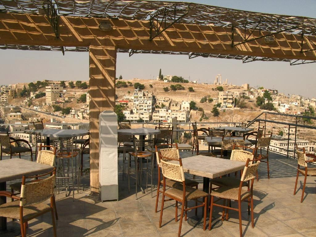 4189258-Terrace_overlooking_the_Citadel_Aug_2008_Amman