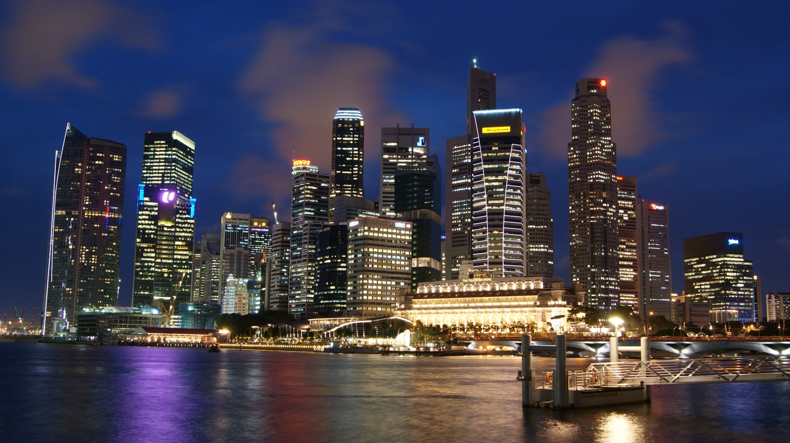 Singapore_Skyline_at_Night_with_Blue_Sky