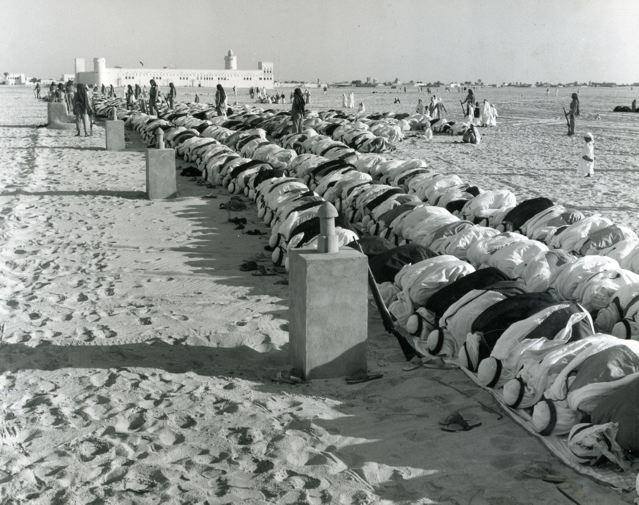 abu-dhabi-outdoor-prayer-1960